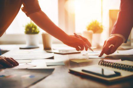 De aanpak van &Uzelf in de praktijk. Hoe de klant letterlijk een stem kreeg in organisatie. En klantbelang centraal werd verbonden aan de strategie.